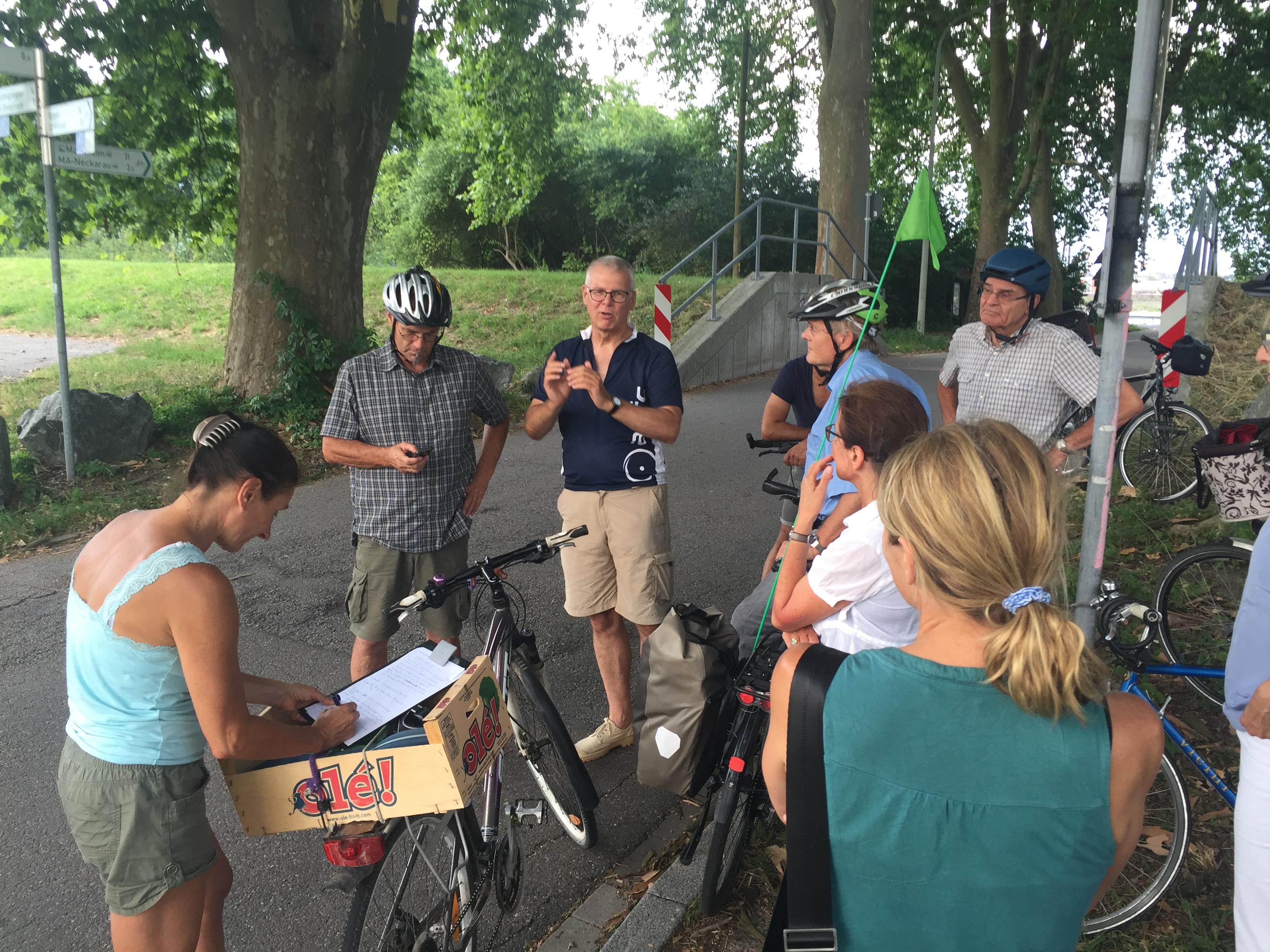 Mit dem Fahrrad durch Altrip: Aufschlussreiche Gespräche mit Christian von Staden, dem Landesvorsitzenden des ADFC